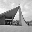 Clássicos da arquitetura: Igreja Matriz de Nossa Senhora de Fátima / Oscar Niemeyer.  © Marcel Gautherot.  Via Blog do Instituto Moreira Salles