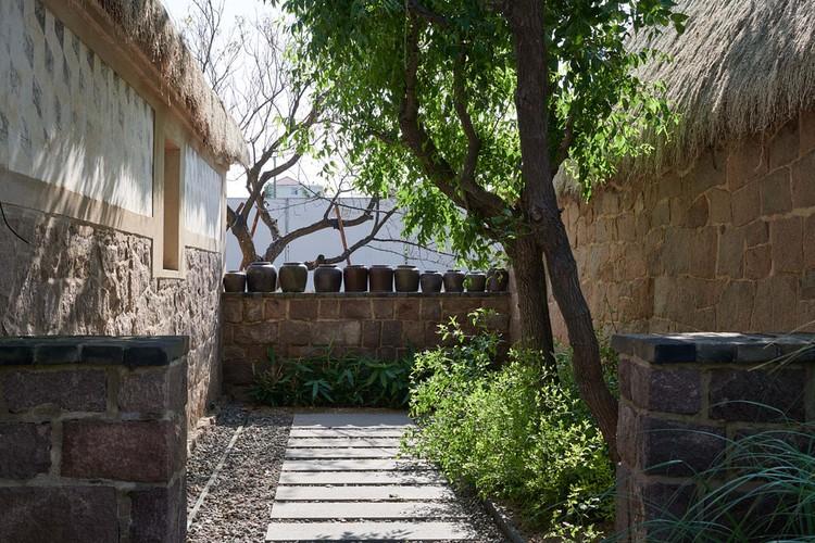 courtyard #4 entrance. Image © Hao Chen