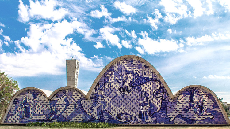 Dinamitando paredes: os painéis de azulejo no modernismo brasileiro, Painel de Cândido Portinari na Igreja da Pampulha. Foto © Ricardo Laf, cortesia de Iphan