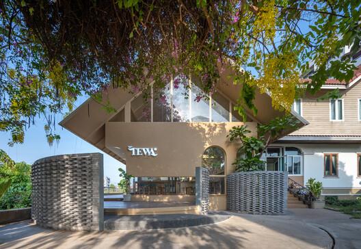 Tewa Cafe Ayutthaya / BodinChapa Architects