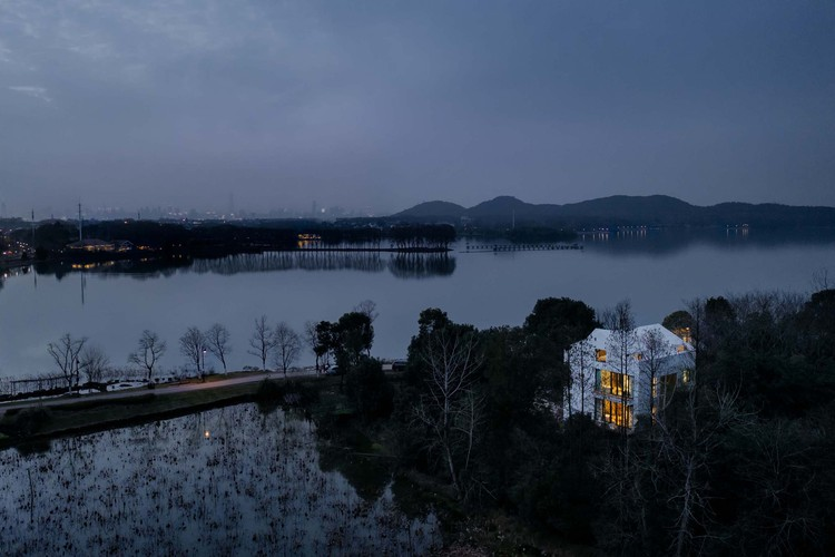 In time, of course, East Lake Greenway also connects the site at the entrance of Hou Shanbi Village, Ma Anshan Park. Image © Yumeng Zhu