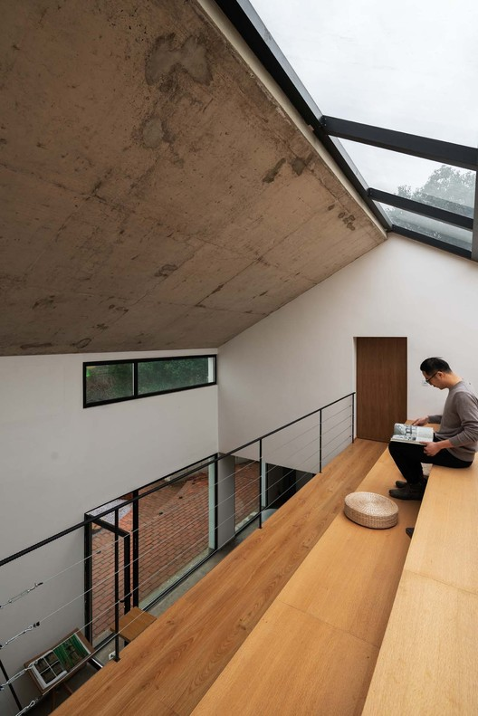 Ladder Library under concrete roof. Image © Yumeng Zhu