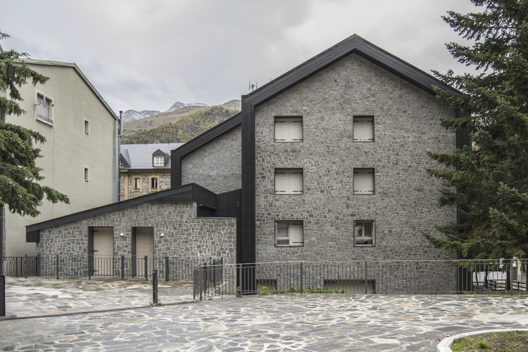 Edificio Valle de Tena / Tourillon Arquitectura, © Iñaki Bergera