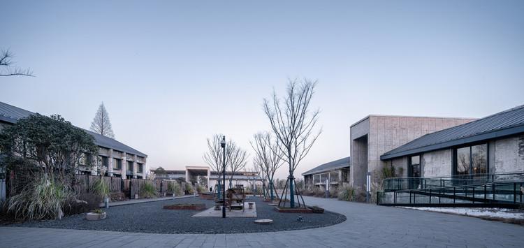 Inside the north courtyard. Image © Qingshan Wu