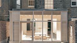 Concrete Plinth House / DGN studio