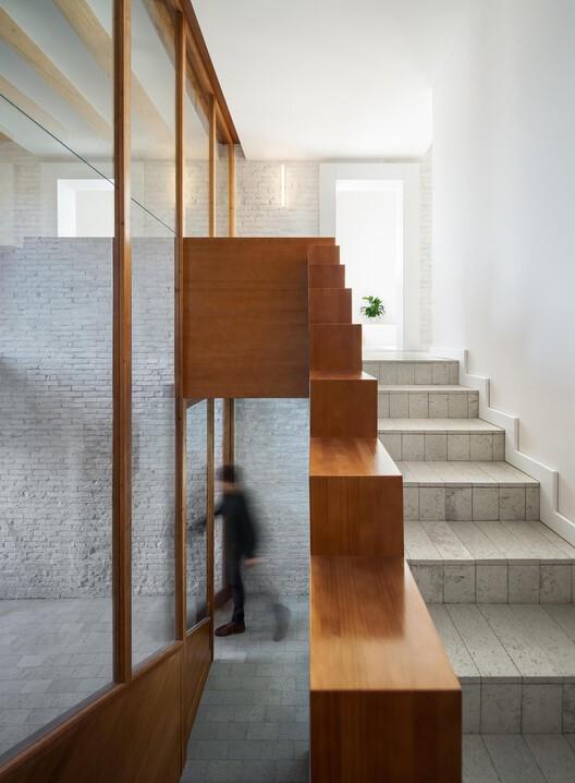 Jordi & Anna interior renovation / Hiha Studio. Image © Pol Viladoms