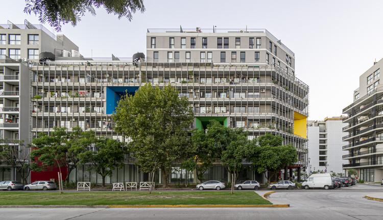Viviendas para la Villa Olímpica, edificios UG4-P2  y UG4-P3 / Martín Szydlowski + Edgardo Barone + Mariana Baulán, © Nicolás Szydlowski