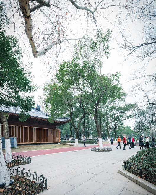 Entrance square in the east. Image © Artin Ng