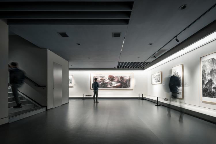 Interior gallery. Image © Artin Ng