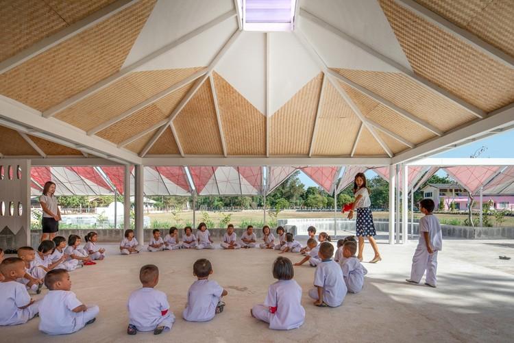 Arquitetura participativa: quando a comunidade se faz presente no processo projetual, Bang Nong Saeng Kindergarten / Sarquella + Torres Arquitectes. Foto: © Beer Singnoi