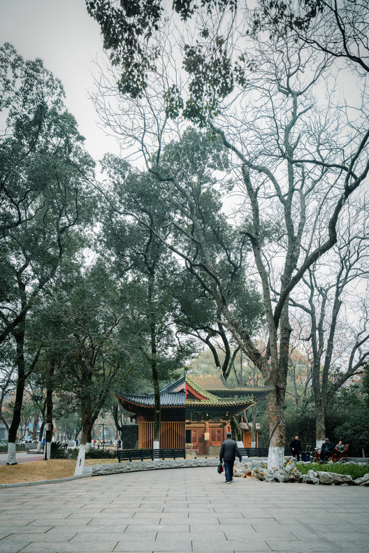 contrast of the Liangshu Art Museum and the original building elevations. Image © Artin Ng