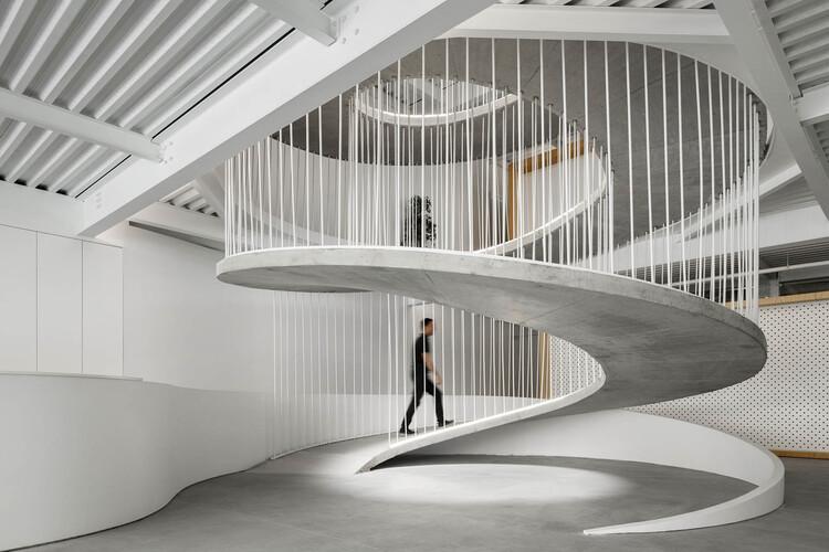 E-goi & Clavel´s Kitchen Offices / Paulo Merlini arquitetos, © Ivo Tavares Studio