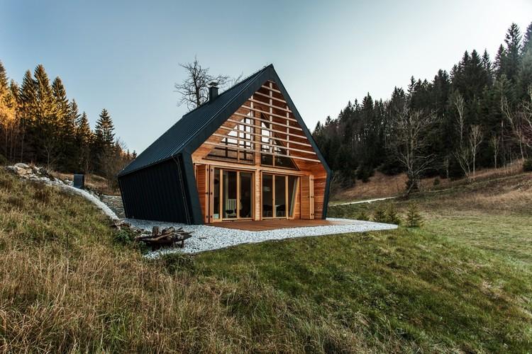 Arquitetura eslovena contemporânea em oito projetos residenciais , © MIHA BRATINA