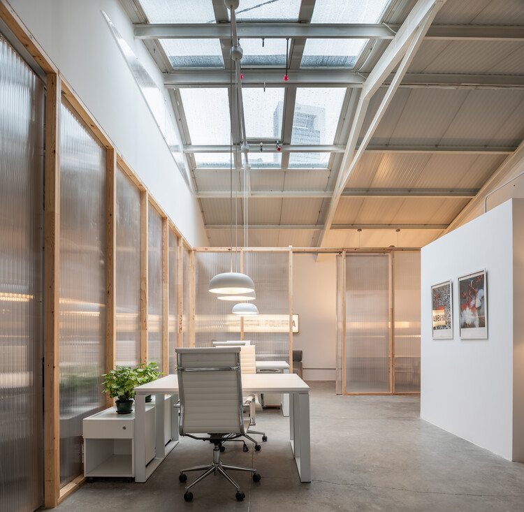 Magnolias 95 Offices / De la Hoz Estudio, © Alberto Amores