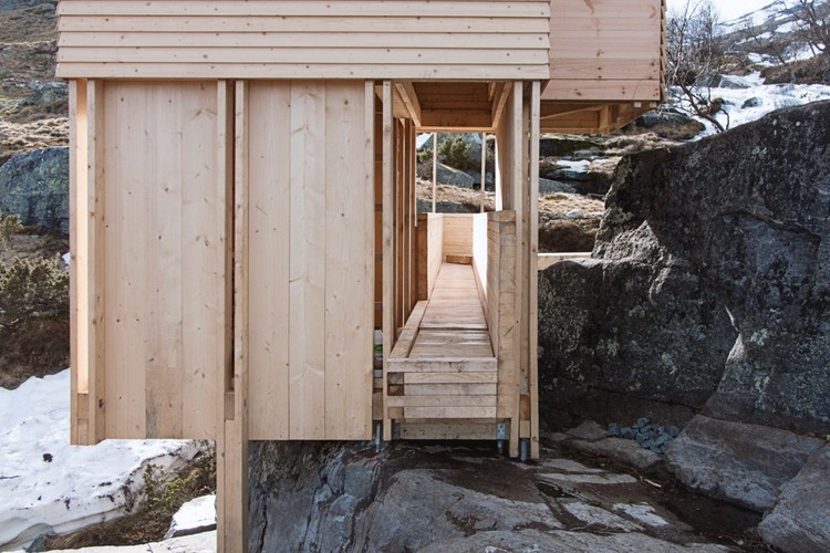Detalhes construtivos de saunas: exemplos de arquiteturas de madeira em pequena escala, ELDMØLLA Sauna / Arkitekt August Schmidt + Workshop NTNU-Trondheim + Arnstein Gilberg + Ina Samdal. Image Courtesy of Workshop NTNU-Trondheim