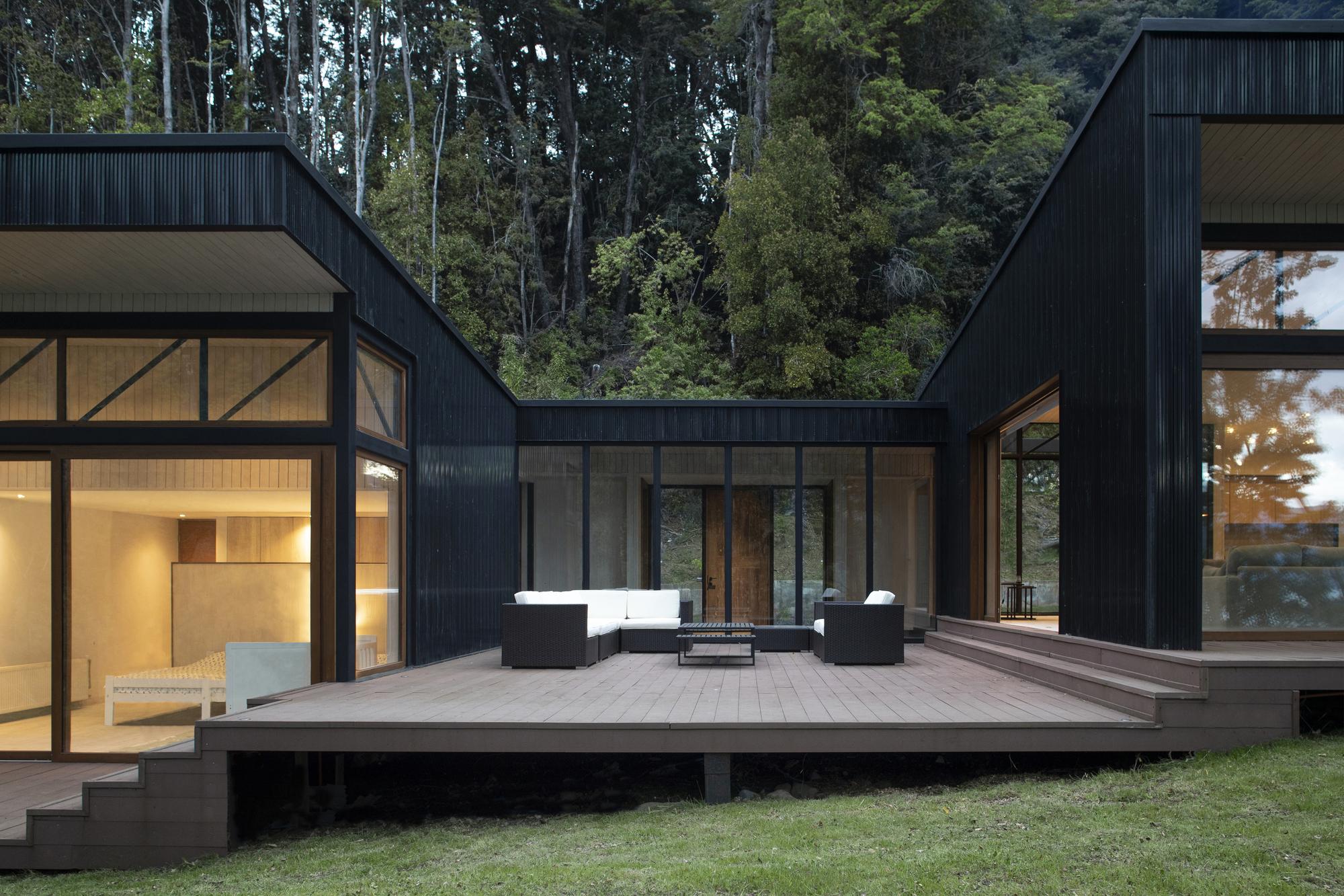 Patagonia Complex / Estudio Base Arquitectos