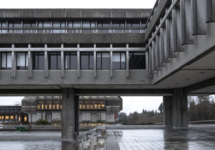 Groundstar Conspiracy, Battlestar Galactica, Wolverine과 같은 영화가 캐나다 캠퍼스를 다른 곳으로 바꾸어 놓은 브리티시 컬럼비아 버나비의 Simon Fraser University에있는 사이트입니다.  이미지 제공 : Canadian Pavilion