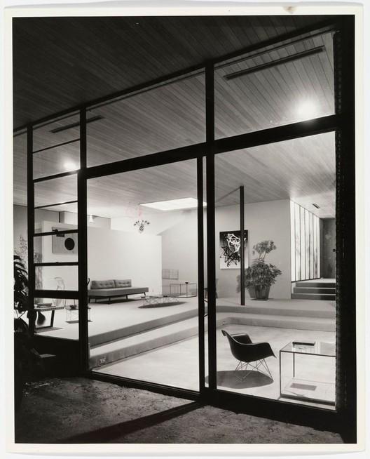 Como os materiais moldaram as Case Study Houses?, The Entenza House / Charles & Ray Eames, Eero Saarinen & Associates. Image © Julius Shulman Photography Archive