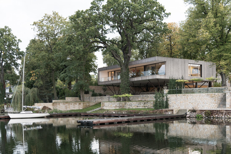 Casa junto al lago / Carlos Zwick Architekten BDA, © José Campos