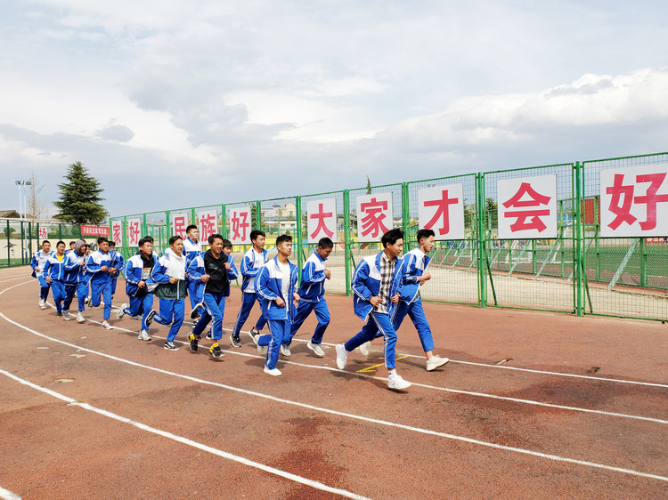 The students of Yanyuan County Minority Middle School
