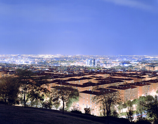 Metropolis 40°25' N 3°41' W (Madrid) de la serie Lux de Christina Seely. Image Cortesía de Christina Seely
