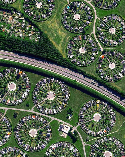 Copenhagen, Dinamarca. Created by @dailyoverview, source imagery @maxartechnologies