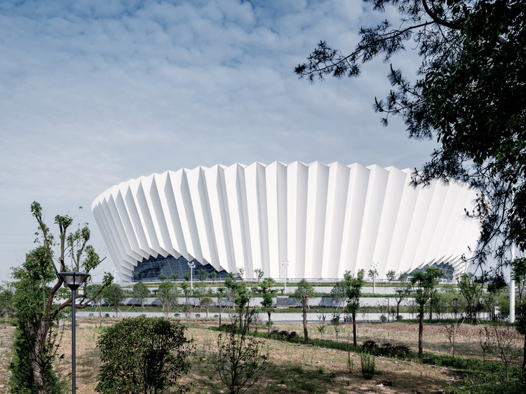 Dongyang Sports Center / Institute of Shanghai Architectural Design and Research, © Song Lin