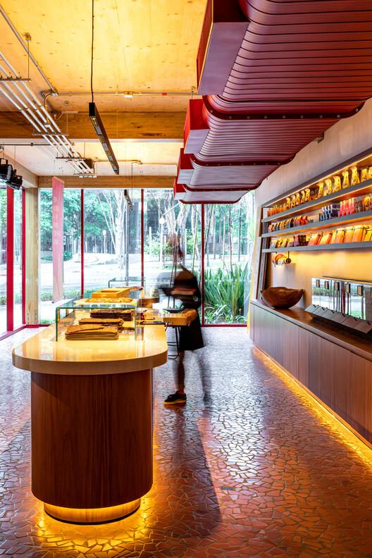 Dengo Chocolates Concept Store / Matheus Farah + Manoel Maia Arquitetura. Image © Fran Parente