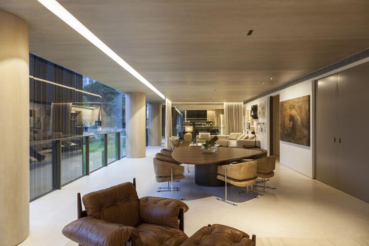 Apartamento Praça Henrique Monteiro / Studio Arthur Casas. Image © Tuca Reinés