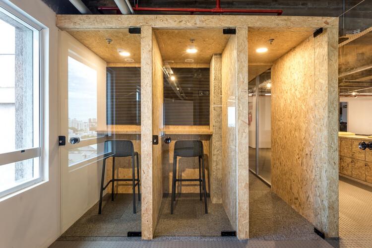 Bcredi Office /  Arquea Arquitetos. Image © Eduardo Macarios