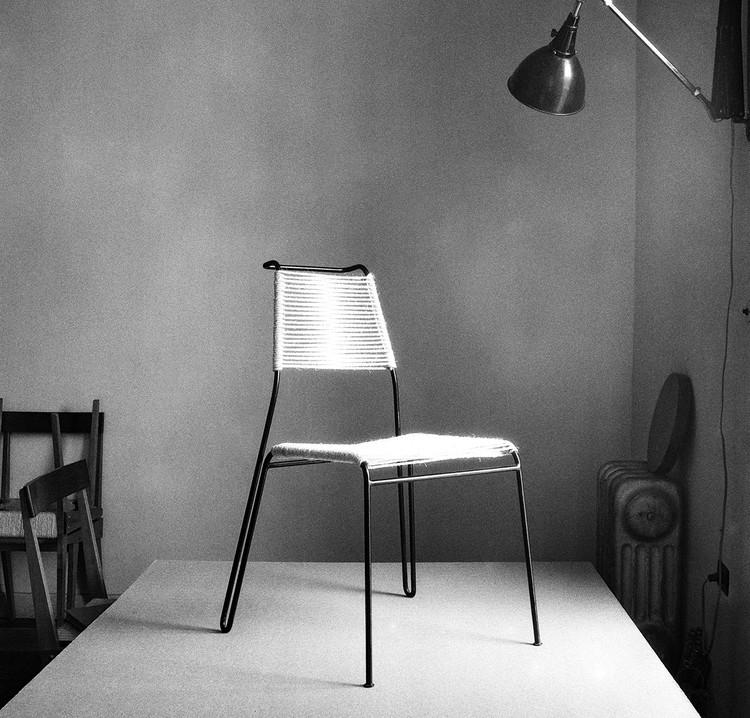 Diseño interdisciplinario: Mobiliario creado por arquitectos argentinos, Silla W. (Autor: CésarJannello. 1951). Image Cortesía de Wustavo Quiroga y Juan Ruades (Intermitencia. Diseño mendocino)