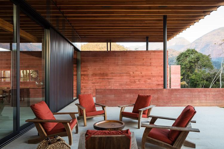 Casas brasileiras: concreto aparente em diferentes texturas, Casa Terra / Bernardes Arquitetura. © Leonardo Finotti