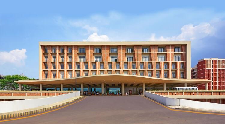 Centro de Investigación y Hospital Universitario Symbiosis / IMK Architects, Courtesy of IMK Architects