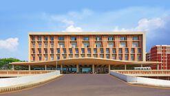 Hospital Universitário e Centro de Pesquisa Symbiosis / IMK Architects