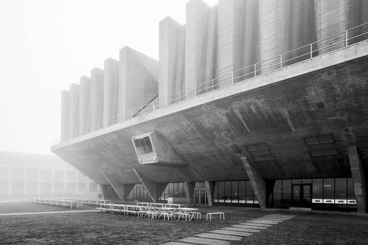 Brutalismo en Escuelas y Universidades de Europa, por Stefano Perego, Aula de la Universidad Técnica de Delft, Johannes Van den Broek y Jaap Bakema. Image © Stefano Perego