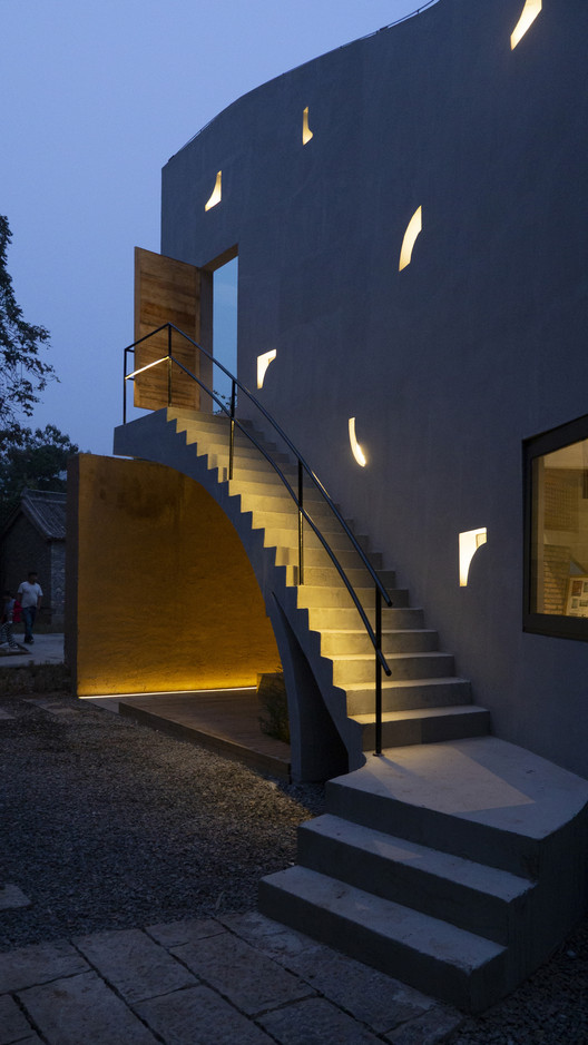 Library at night. Image Courtesy of ATELIER XI