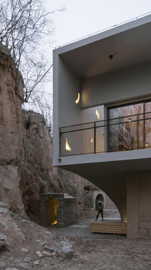 Library and cliff. Image Courtesy of ATELIER XI