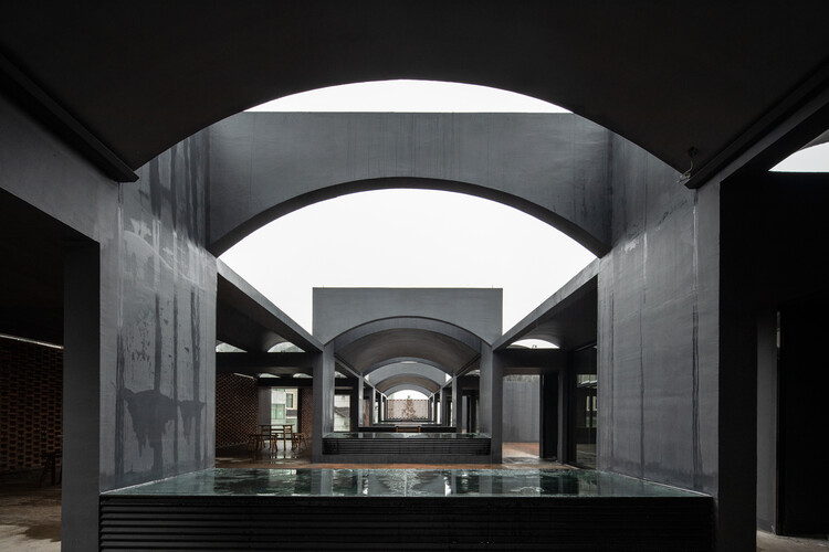 Elementos modulares na arquitetura industrial, Fábrica de Vinho de Arroz / DnA. Foto: © Ziling Wang