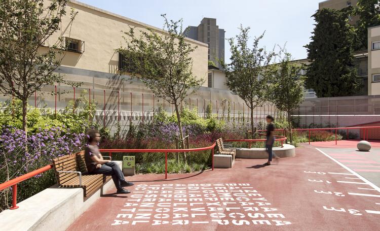 Plaza Escuela La Pau / Leku Studio, © DEL RIO BANI