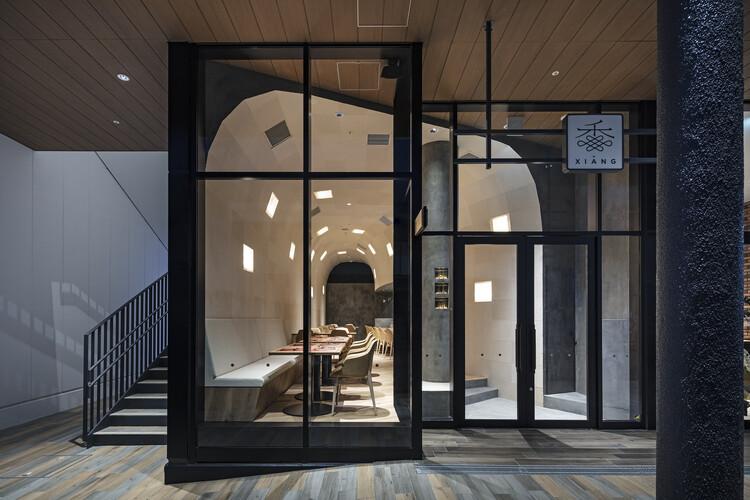 Xiang Restaurant  / PERSIMMON HILLS architects, © Kenta Hasegawa