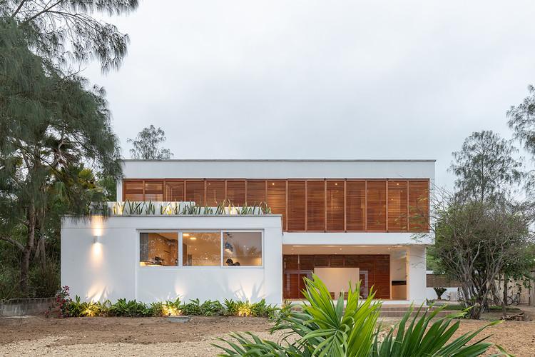 Casa Manglaralto / Berrú Arquitectos, © JAG STUDIO
