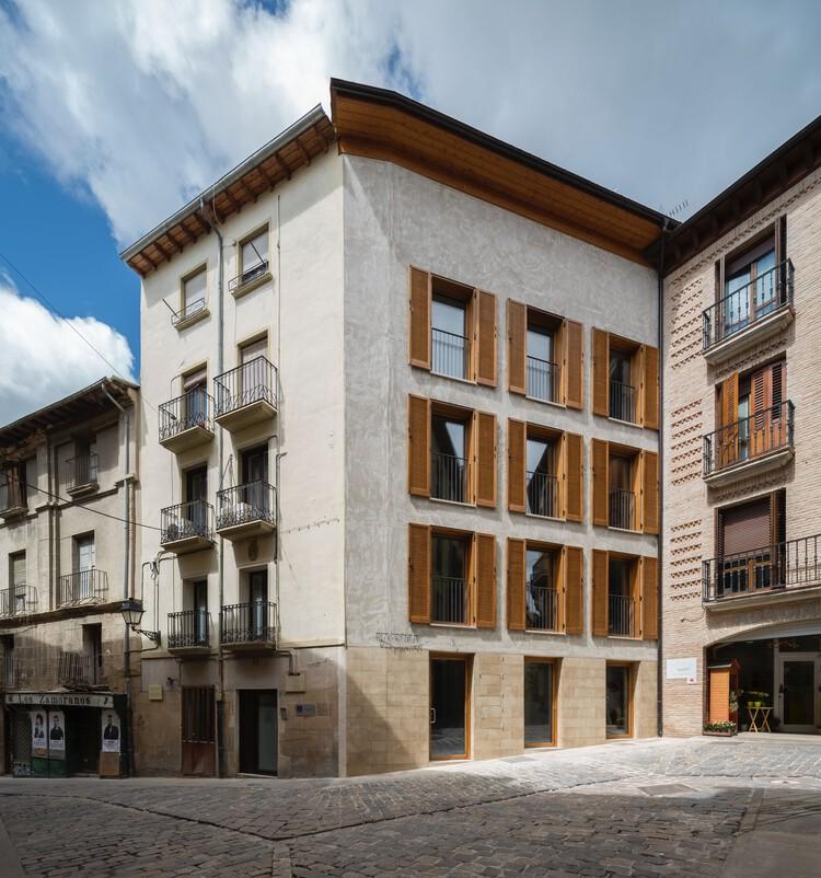 Bizkorenea. 3 viviendas y local. / Araiz Floristán Arquitectos, © Pedro Pegenaute