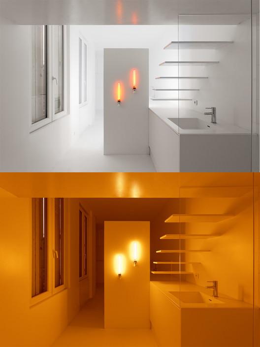 12 Projetos que mostram o impacto da iluminação nos espaços interiores, Appartement Spectral / BETILLON / DORVAL‐BORY. Image Courtesy of BETILLON / DORVAL‐BORY