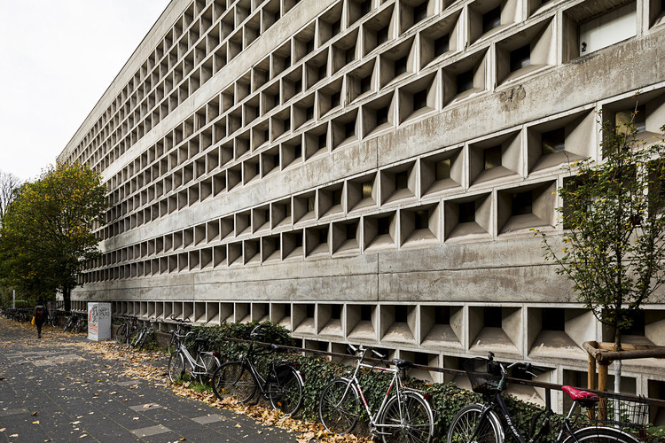 Library of the University of Cologne, Rolf Gutbrod.  Image © Stefano Perego
