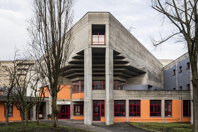 Primary school, Guido Canella, Michele Achilli and Daniele Brigidini.  Image © Stefano Perego