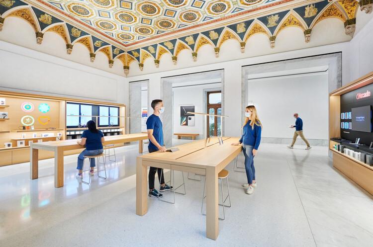 Foster + Partners convierte un antiguo Palazzo en una nueva Tienda Apple en Roma, Cortesía de Apple