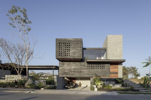 Casa Neró / Di Frenna Arquitectos