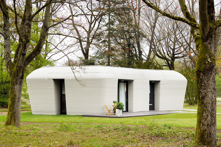 Pregunta abierta: ¿Qué entendemos por automatización en arquitectura?, El futuro es ahora: Casas impresas en 3D comienzan a ser habitadas en los Países Bajos. Image © Bart van Overbeeke