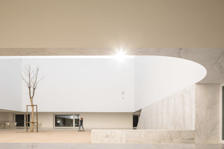 Biblioteca e Arquivo Municipal de Grândola / Matos Gameiro Arquitectos  + Pedro Domingos Arquitectos, © Francisco Nogueira