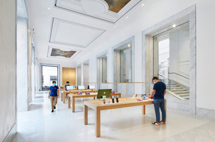 Loja da Apple em Via Del Corso  / Foster + Partners, Cortesia de Apple